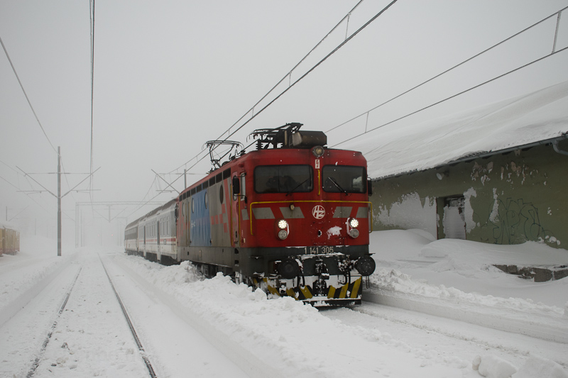 The HŽ 1 141 305 seen  photo