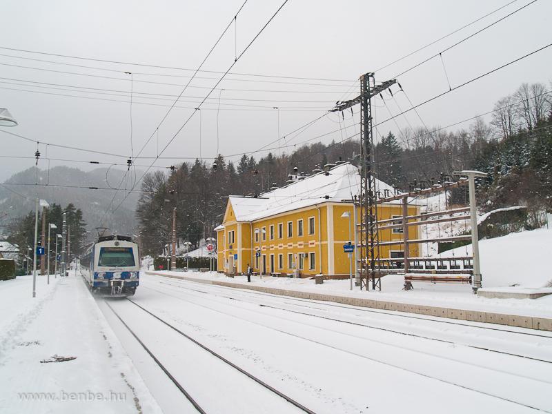 Az ÖBB 4020 205-3 pályaszámú villamos motorvonata Breitenstein állomáson fotó