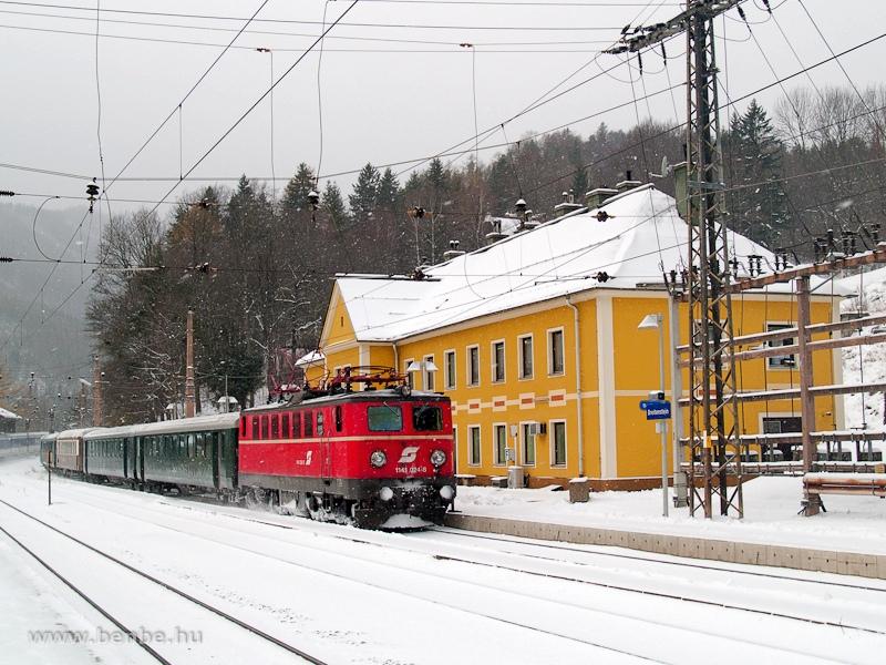 Az ÖBB 1141 024-8 pályaszámú nosztalgia-villanymozdonya Breitenstein állomáson fotó
