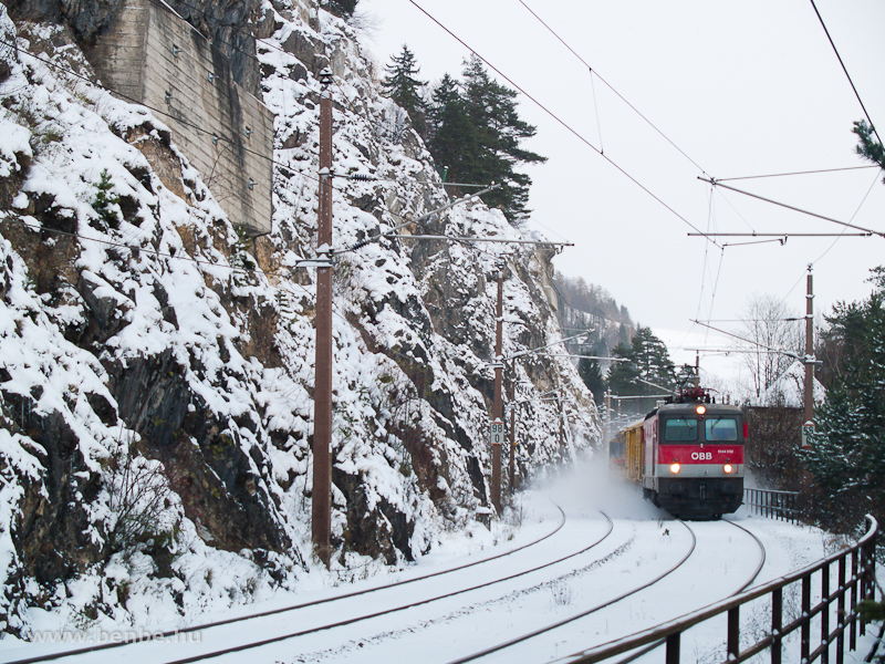 The 1044 052 between Breitenstein and Wolfsbergkogel photo