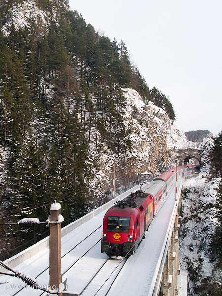 A GYSEV 1116 060-3 pályaszámú villanymozdonya Breitenstein és Wolfsbergkogel között a Krausel Klause-Viadukton fotó