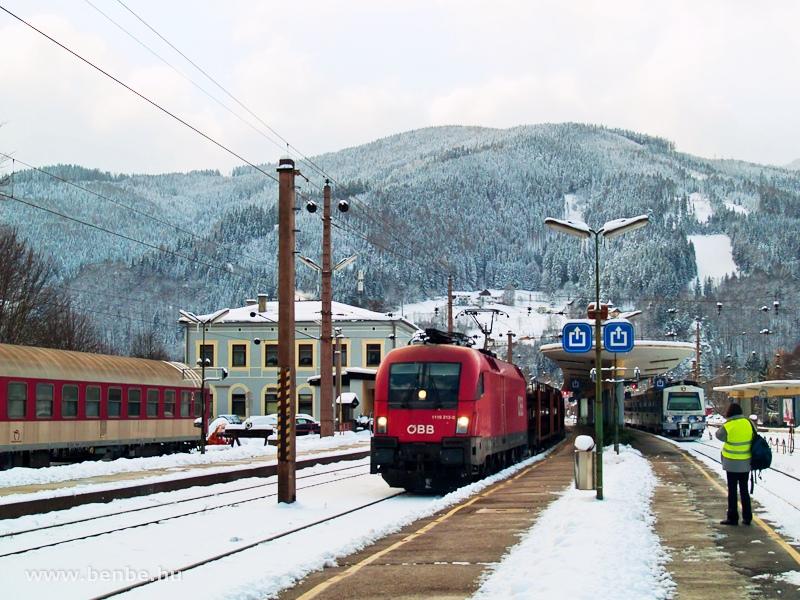 A 1116 212-0 egy tehervonattal Mürzzuschlag állomáson fotó
