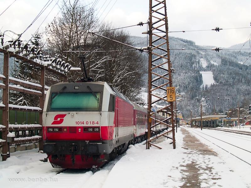 The ÖBB 1014 018-4  Sisi  with a Pozsony (Bratislava) - Spital am Semmering - Mürzzuschlag ski train photo