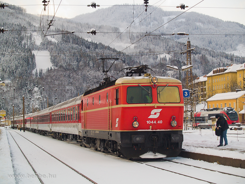 The Blutorange ÖBB 1044.40 with a charter train at Mürzzuschlag photo