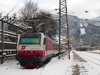 The ÖBB 1014 018-4 <q>Sisi</q> with a Pozsony (Bratislava) - Spital am Semmering - Mürzzuschlag ski train