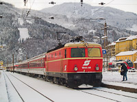 The Blutorange ÖBB 1044.40 with a charter train at Mürzzuschlag
