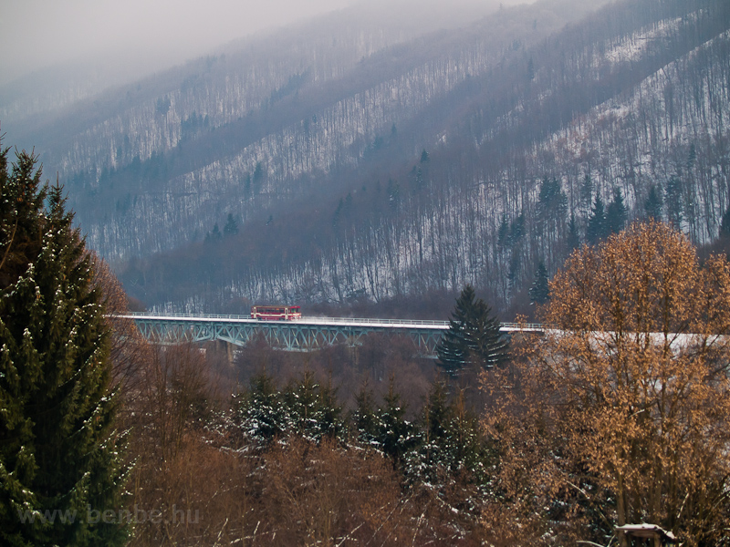 A ŽSSK class 812 railcar on the Selmecbánya  (Banská Štiavnica, Slovakia) to Garamberzence (Hronská Dúbrava, Slovakia) railway's high above the valley section between Banská Bela and the closed down Kozelník stops on the bigger viadukt photo