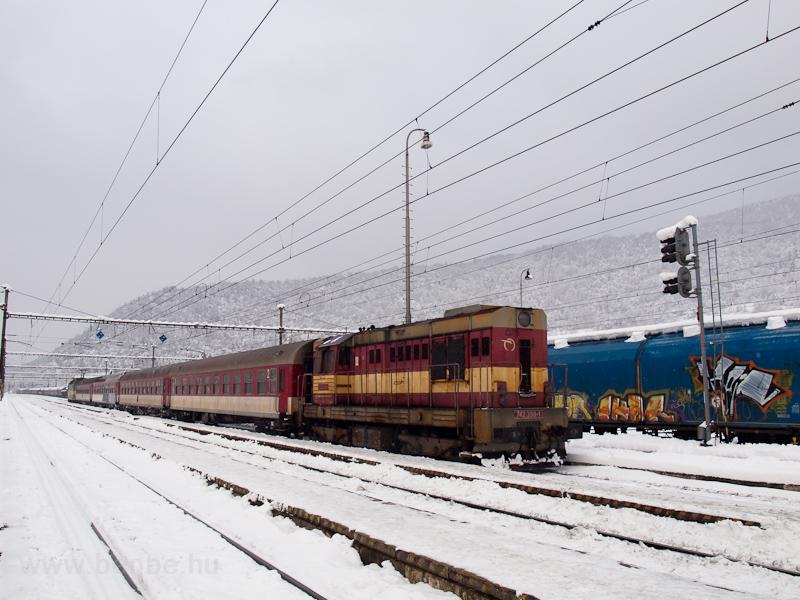 A ŽSSKC 742 398-1 kitolózik Margitfalván fotó