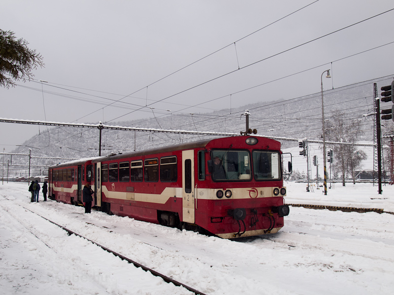 The ŽSSK 812 025-5 seen at Margitfalva station (Margecany, Slovakia) photo