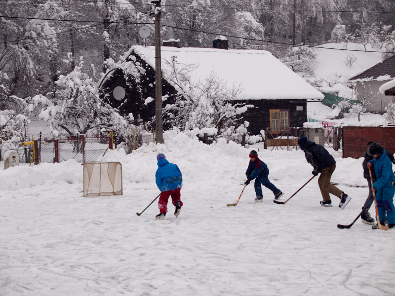 Kids playing ice hockey at Žakarovce photo