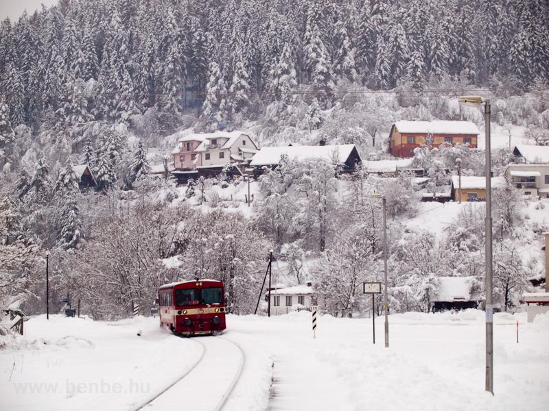 A ŽSSK 812 014-9 tér vissza Nalpkovóból, a kép Zakárfalván készült fotó