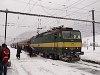 A ŽSSK 163 106-8 Margitfalván egy klasszikus személyvonattal