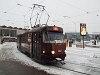 A fura fényezésű, kassai 382-es Tatra T3 villamoskocsi a pályaudvarnál