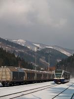 A ŽSSK 840 005-3 pályaszámú Stadler/ŽOS Vrútky gyártmányú GTW 2/6 típusú motorvonata a 170-es Zólyom - Ruttka fővonalon Ul'anka állomáson