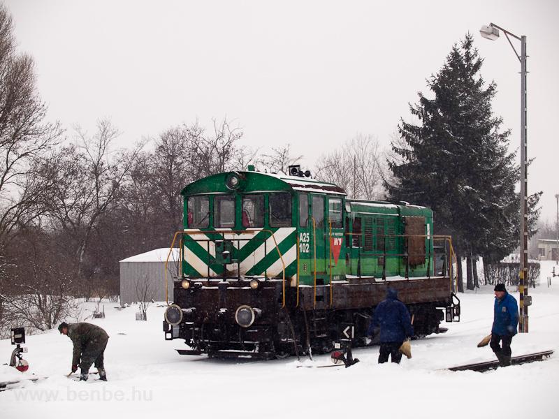 A MOL A25 102 ipari Bobó mozdonya Algyő állomáson fotó