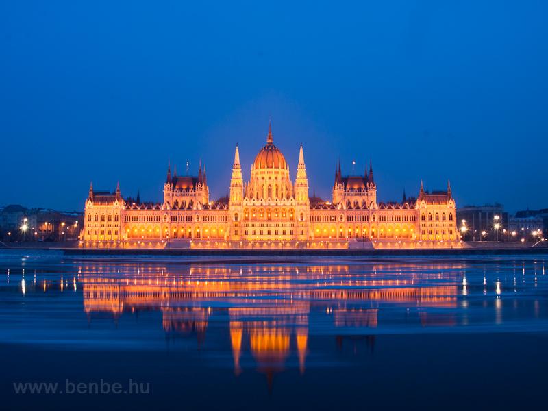Jégzajlás a Dunán a Parlame fotó