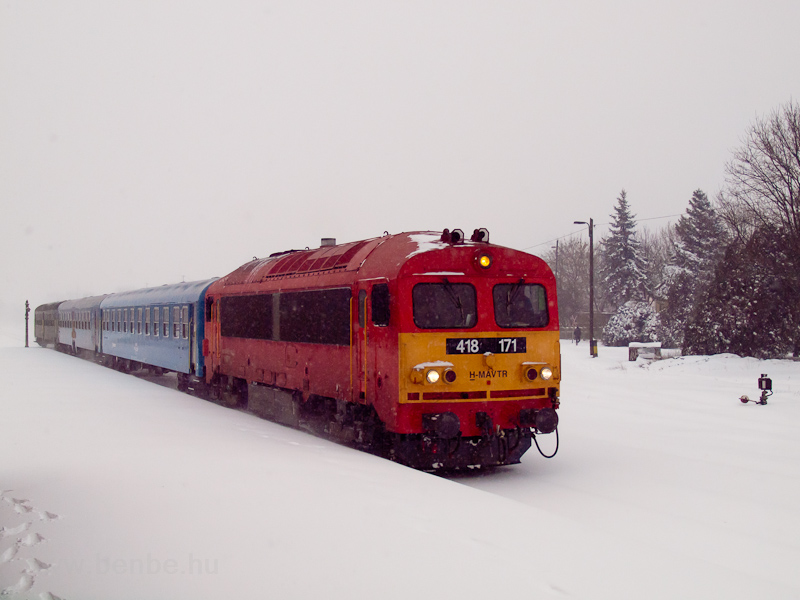 The MÁV-TR 418 171 seen at Szeged-Rókus station photo
