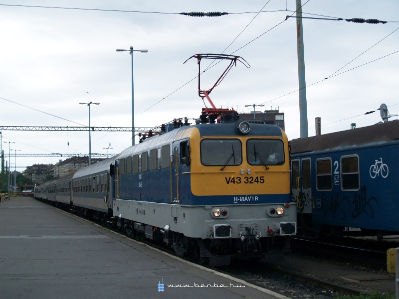 V43 3245 a Déli pályaudvaron fotó
