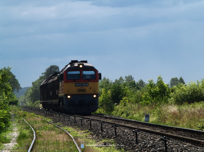 The M62 304 is arriving at Körmend photo