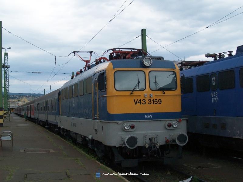 V43 3159 a Déli pályaudvaron fotó
