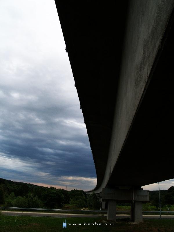 Drámai naplemente a nagyrákosi viaduktnál fotó