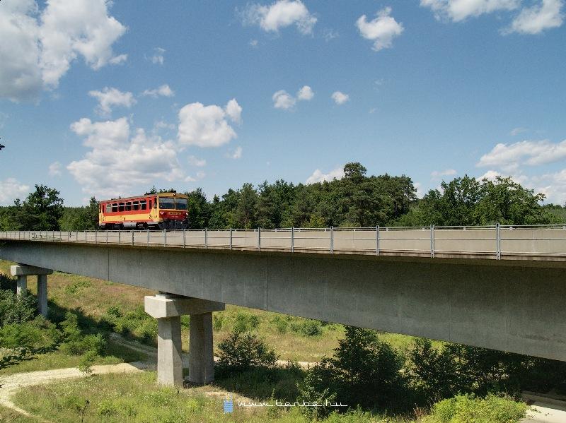 The Bzmot 390 at the smaller Nagyrákos viaduct photo