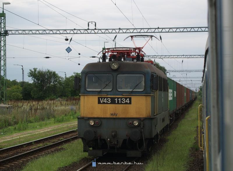 V43 1134 Sárszentmihály állomáson fotó