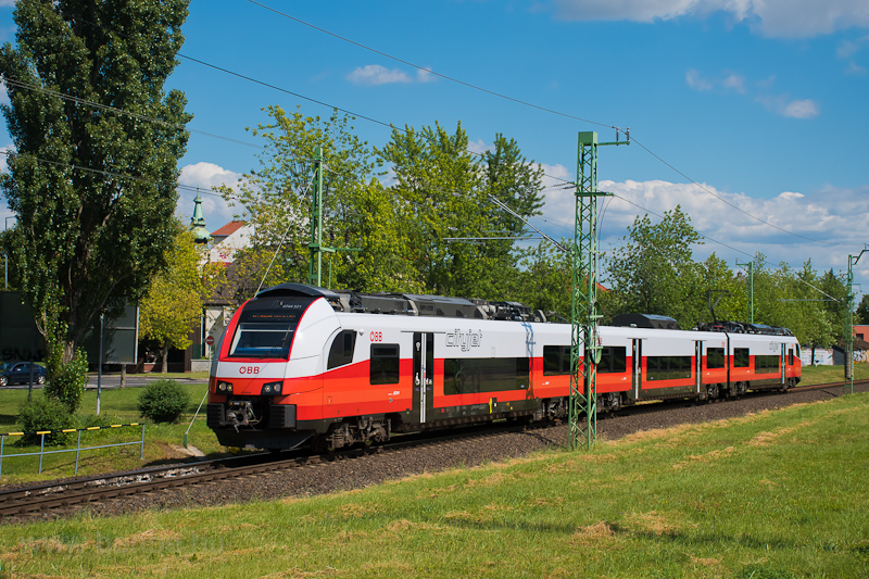 The ÖBB 4744 521 seen betwe picture