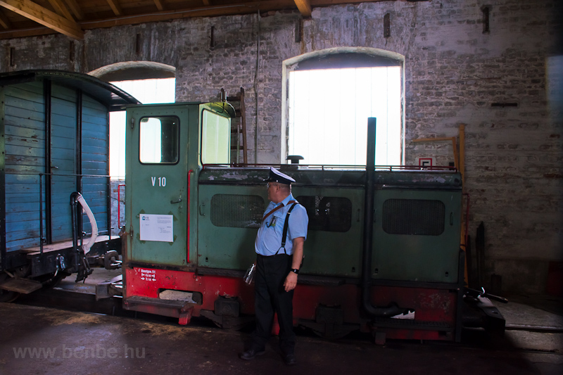 The V10 diesel locomotive o photo