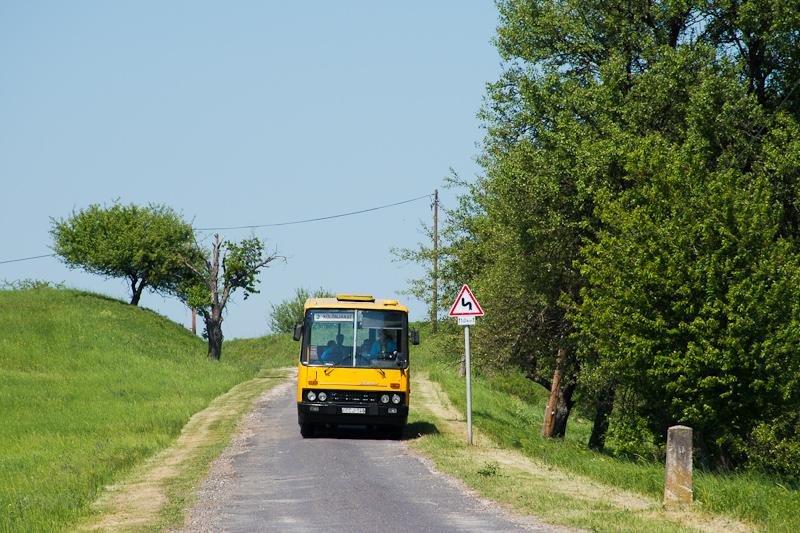 Az ÉMKK/Borsodvolán Ikarus 260.43 CCJ-148 a Tornakápolnára vezető úton fotó