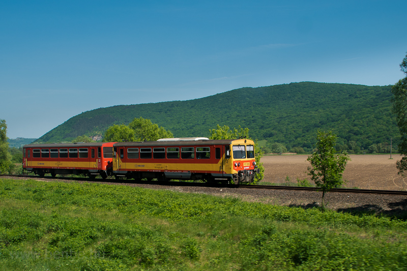 The MÁV-START 117 209 seen between Jósvafő-Aggtelek and Perkupa stations photo