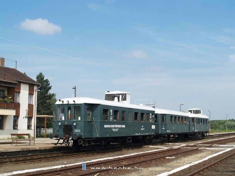 Az ABnymot 502 pályaszámú, háromtengelyes, hosszított Ganz mellékvonali motorkocsi Dabas állomáson fotó