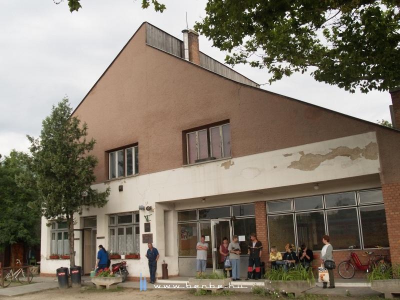 Lakitelek felvételi épülete fotó