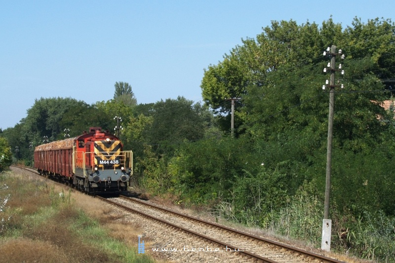 M44 438 a Lajosmizse-Kecskemét tolatós teherrel Miklóstelep megállóhelynél fotó