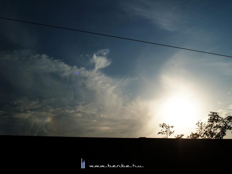 Melléknap (a kép bal-alsó sarkában látható lens-flare nem az objektívemen, hanem a légkörben keletkezett) fotó