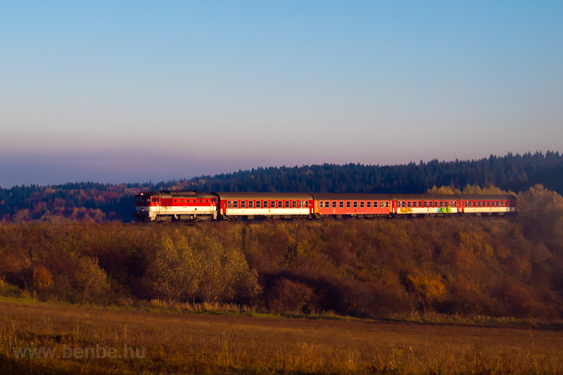 The ŽSSK 754 004-0 seen between Čremošné and Horná ŠtubŇa obec photo