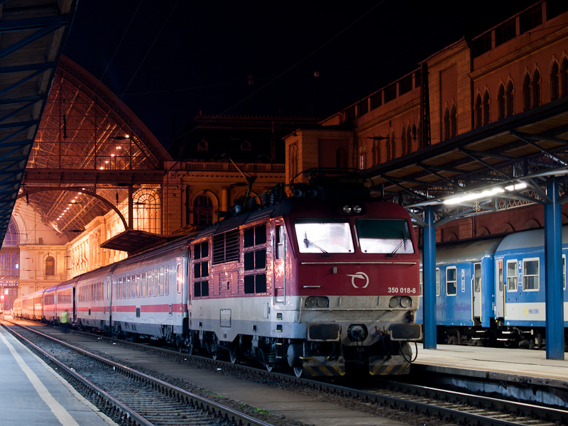 The ŽSSK 350 018-8 seen at Budapest-Keleti photo