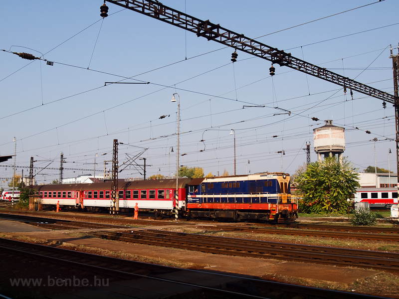 The ŽSSKC 721 128-7 seen at Nové Zámky photo