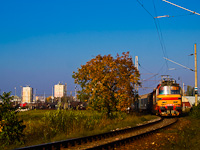 The ŽSSKC 240 105-7 and the 240 095-0 seen between Levice and Kaln� nad Hronom