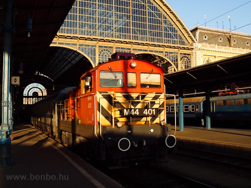 M44 401 Budapest-Keleti pályudvaron fotó