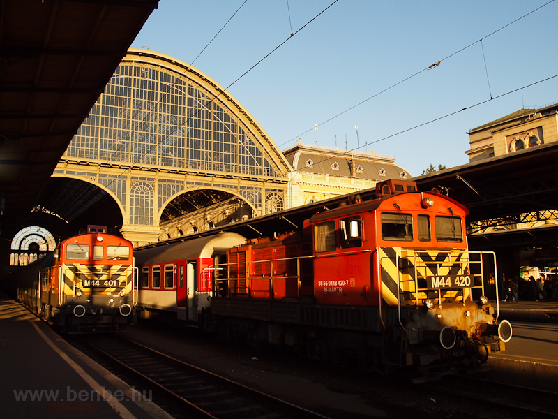 The M44 401 and M44 420 at Budapest-Keleti photo