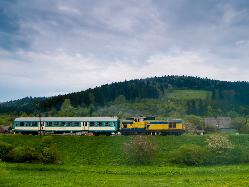The PKP SU42 538 seen betwe photo