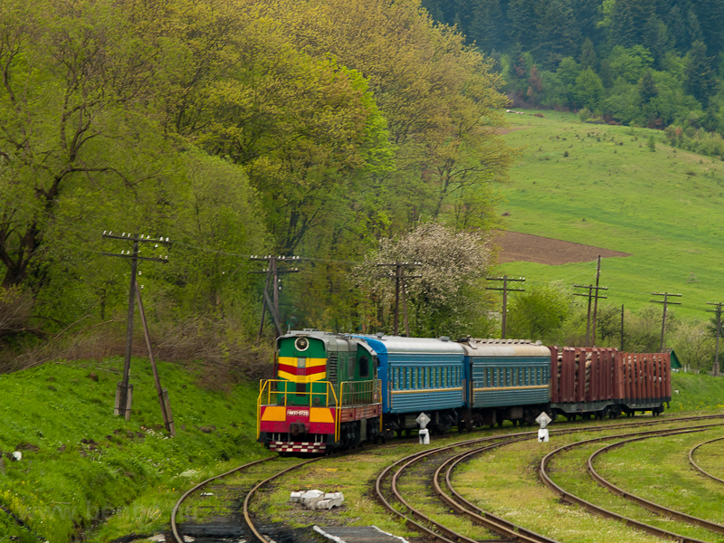 The UŽ ChME3 5723 seen hauling a mixed passenger-freight train at Старжава photo