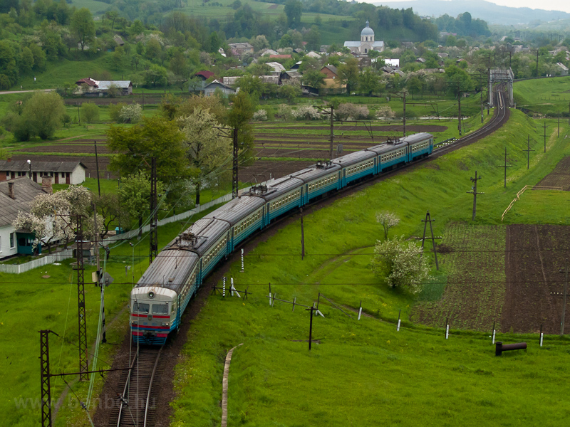 The UŽ ER2 1124 seen between Терешів Спас and Verkhny Luzhok photo