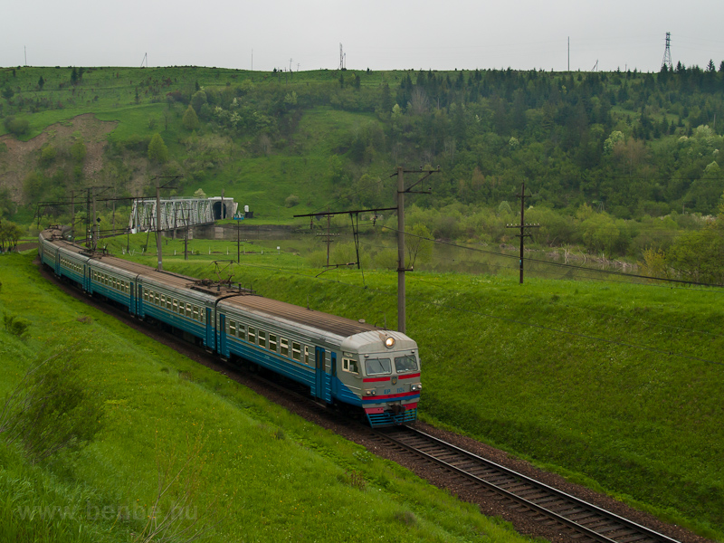 The UŽ ER2 1124 seen between Yavora and Turka photo