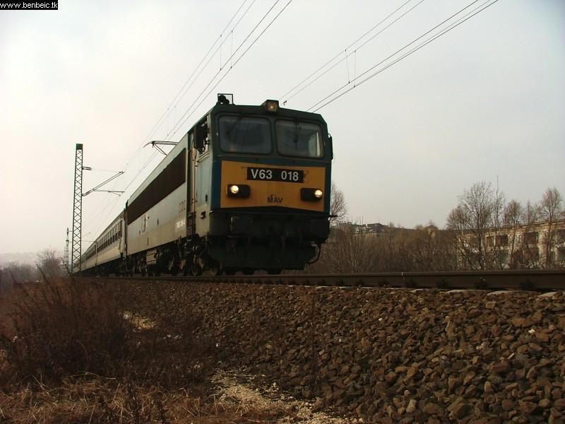 V63 018 Kelenföld és Ferencváros között fotó