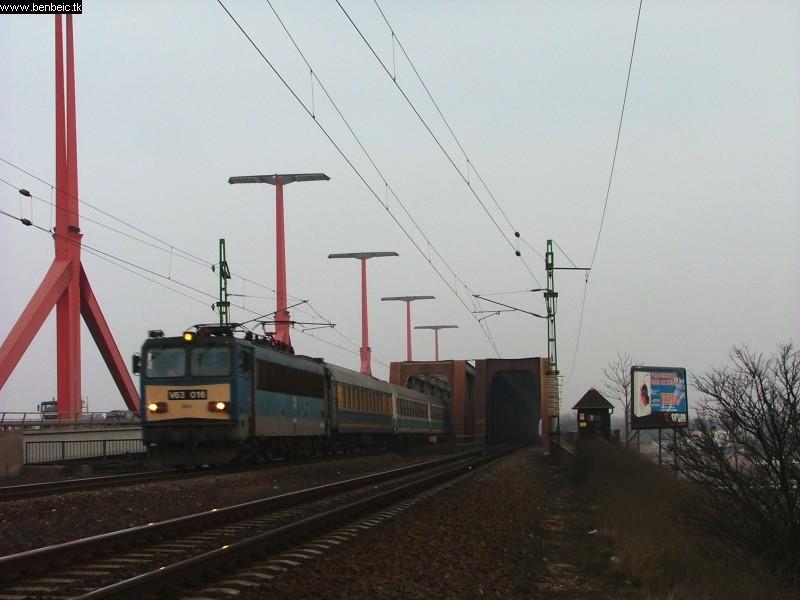 V63 016 a Déli vasúti hídnál fotó