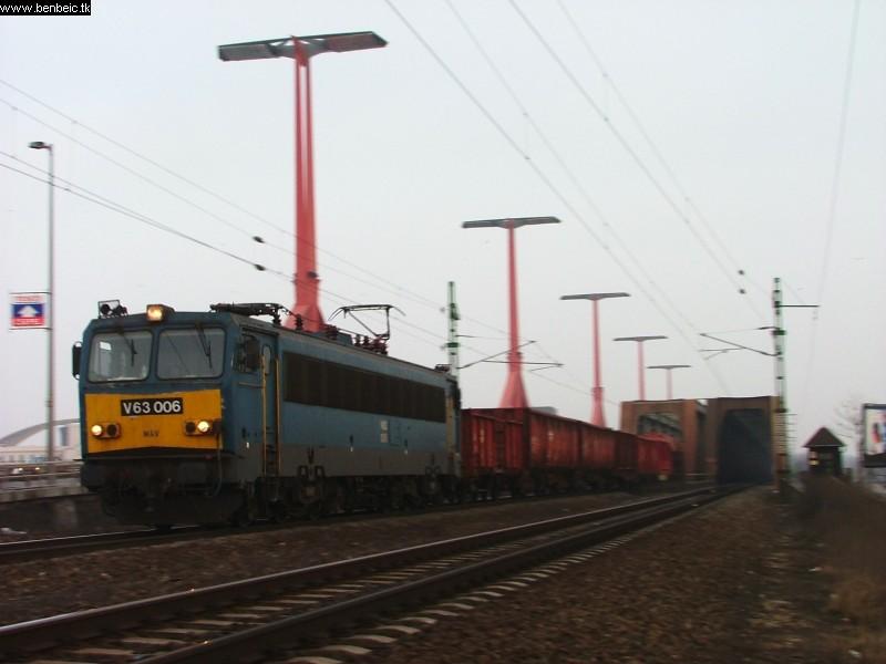 V63 006 a Déli vasúti hídnál fotó