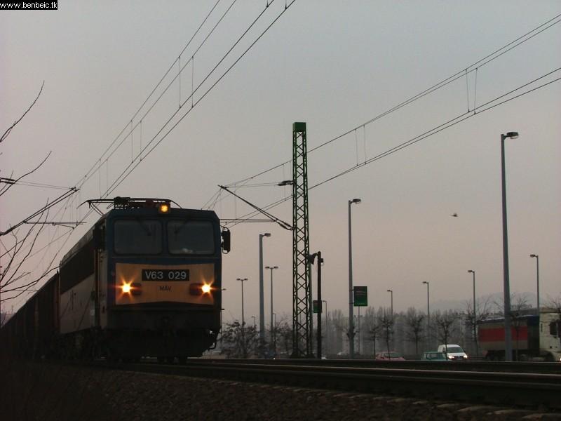 V63 029 a Déli vasúti hídnál fotó