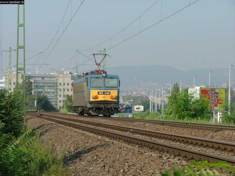V63 049 gépmenetben nyáron fotó